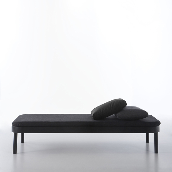 Cama tropez bed designed by stefan diez gandia blasco for Chaise lounge cama