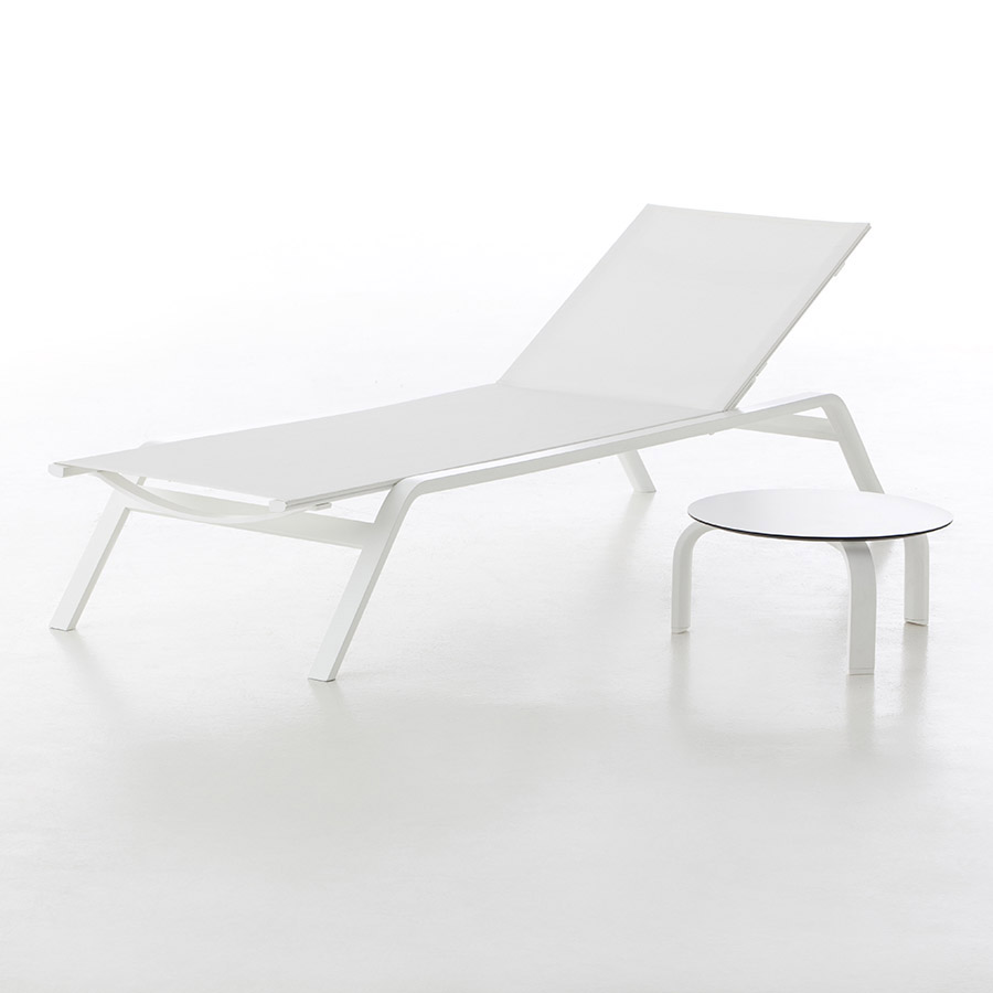 Stack chaise lounge designed by borja garcia gandia for Aluminum commercial stack chaise lounge