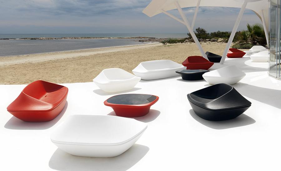 Ufo coffee table designed by ora ito vondom orange skin for Table ora ito