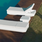 Vela Sun Chaise and Table
